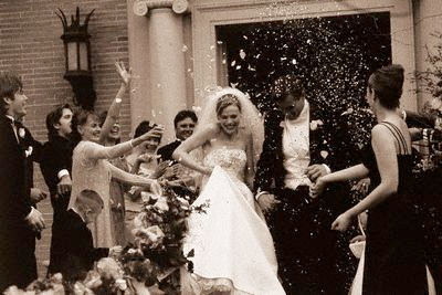 Why do people throw rice at weddings? – Behind The Wedding